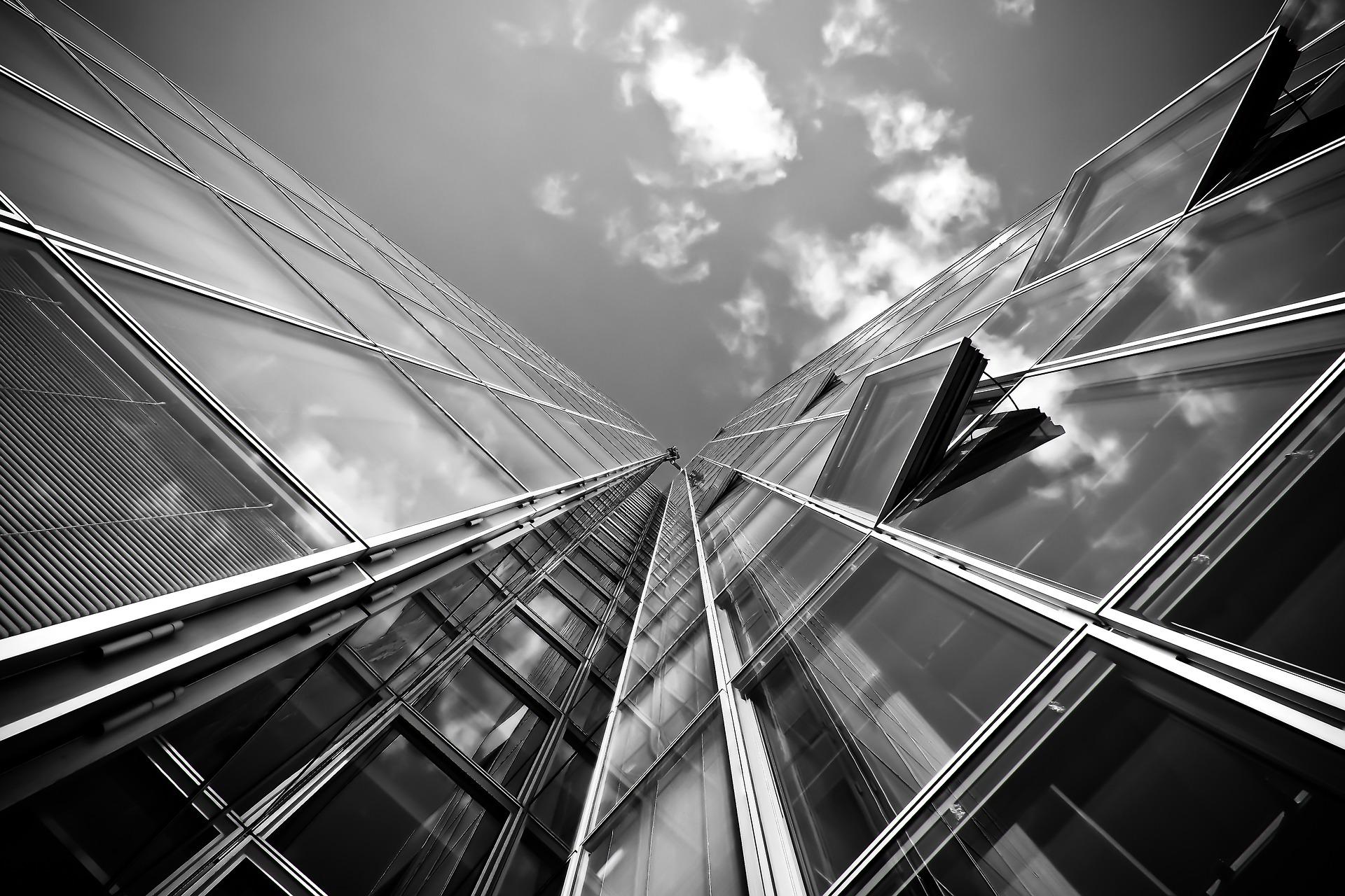 edificio blanco y negro ventanas Carpintería PVC